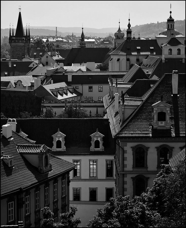 "photo ""Башни и дома-2"" tags: black&white, architecture, Prag, Prague, Praha"