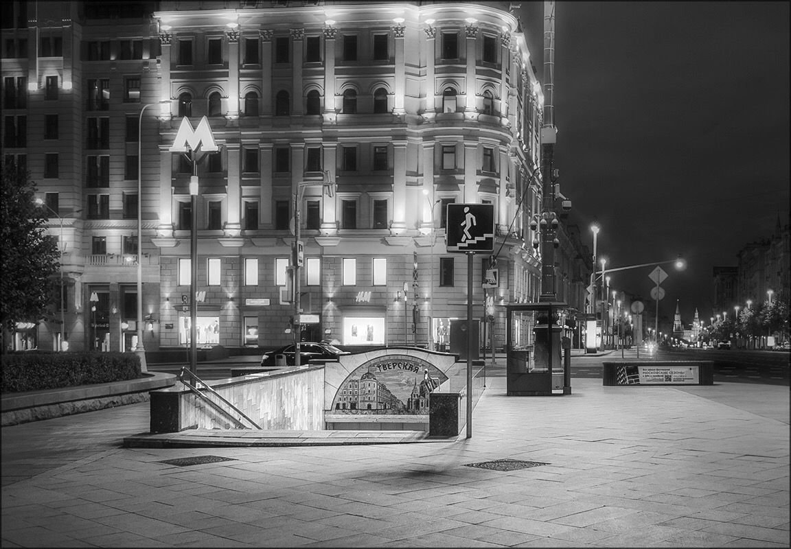 "photo ""***"" tags: city, black&white,"