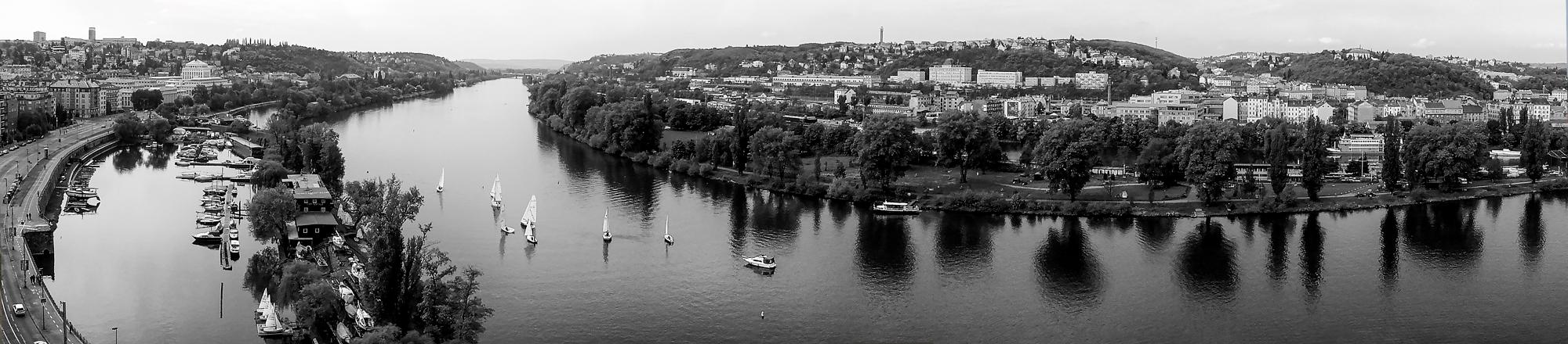 """photo """"***"""" tags: panoramic, black&white, city,"""