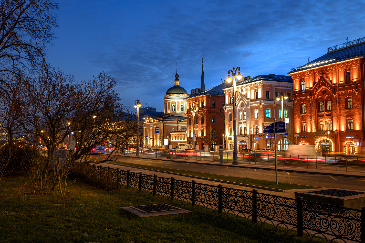 """photo """"***"""" tags: city, Moscow, evening, дом"""